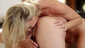 A hot ass eating lesson with a milf...