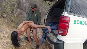 Police stunning mexican floozie alejandra leon tries to...