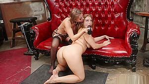 Brunette anal fucks lesbian...