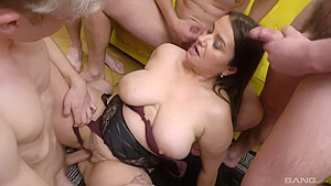 Iveta takes off panties and takes on mult...
