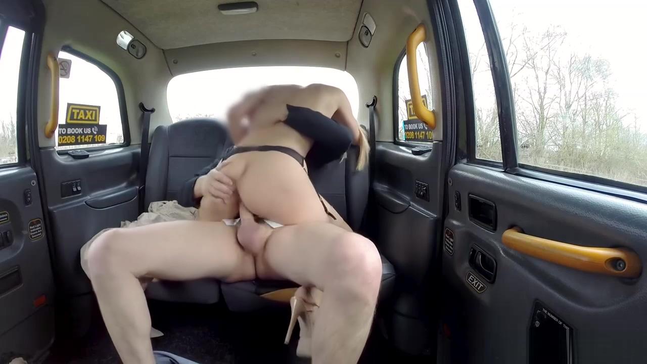 Blonde MILF Amber Jayne bounces her big ass on taxi drivers cock