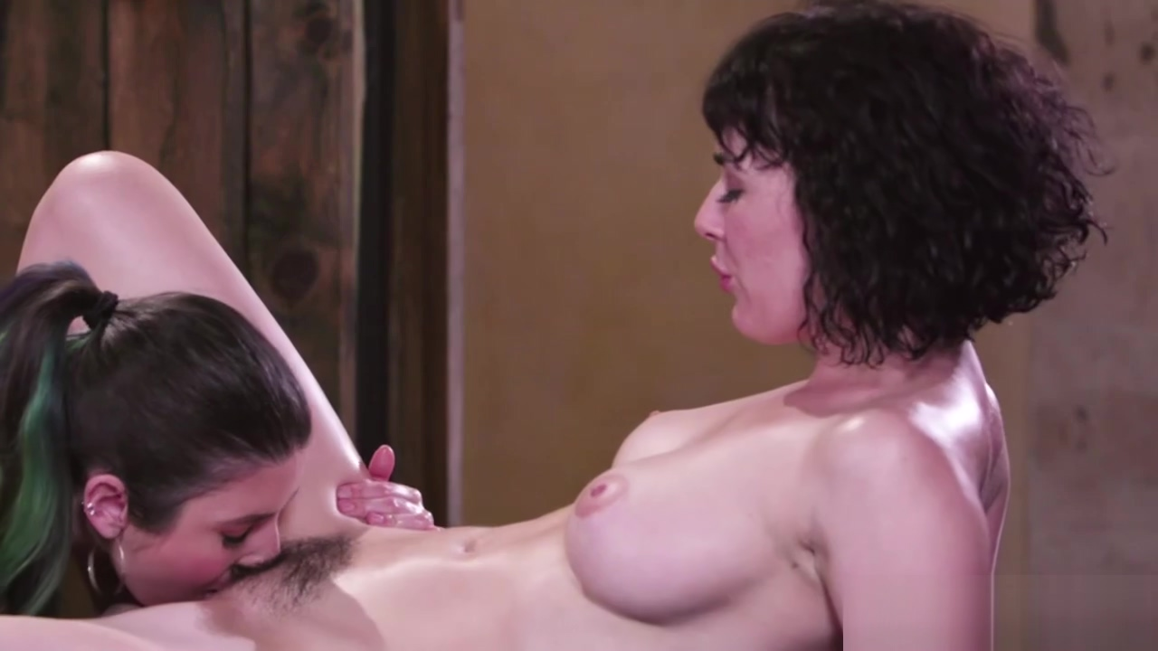 Masseuse Serena Blair loves to eat her stepsis Olive Glass wet pussy