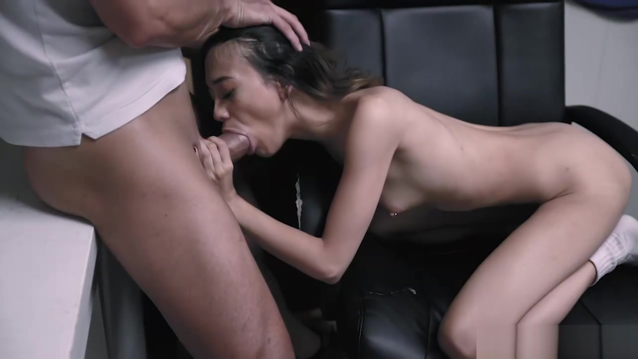 Asian cheerleader Jasmine Grey shows her fucking skills