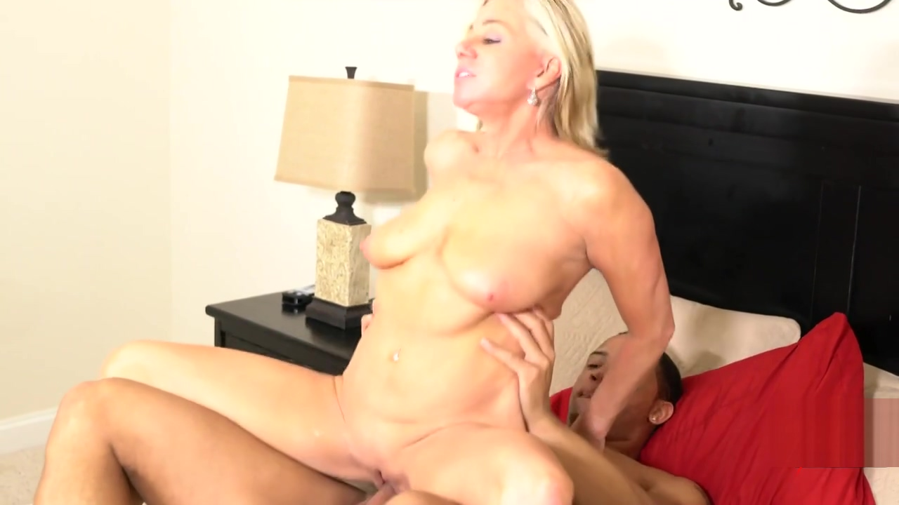 Sexy Mature Payton Hall s Private Trainer Gives Her Cunt A Firm Turn With A Creampie