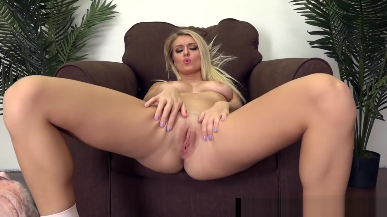 Sexy Babe Natalia Starr Slides Her Toy In Her Wet Pussy