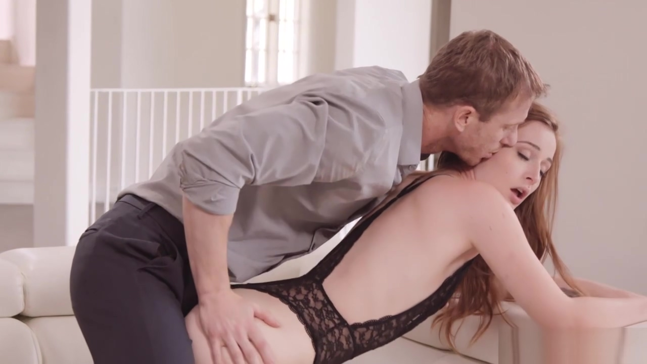 Alluring Girlfriend Danni Rivers Spreads Her Pussy