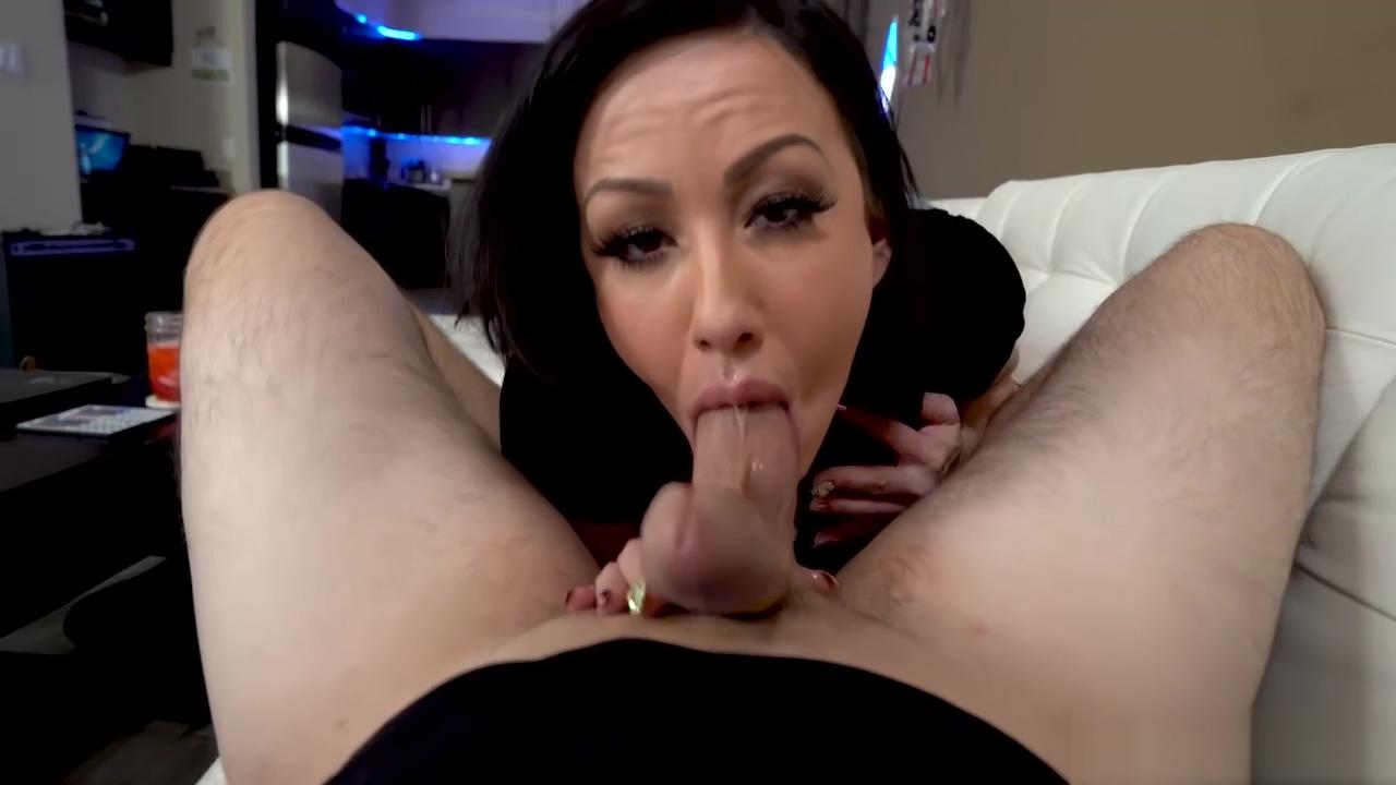 Jennifer White Likes Sucking A Hard Dick