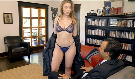 Slut In Sexy Lingerie Suck A Business Dude In Office