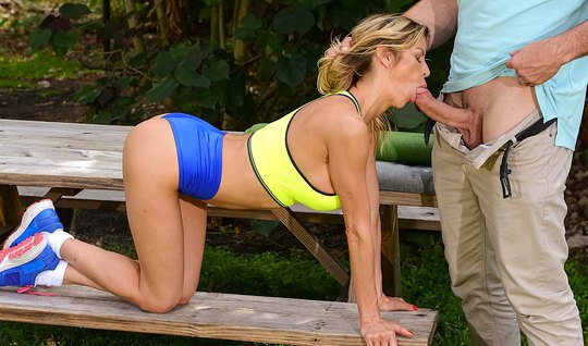 Photographer Fucked Big Tittied Blonde In The Throat Right In The Park On Th