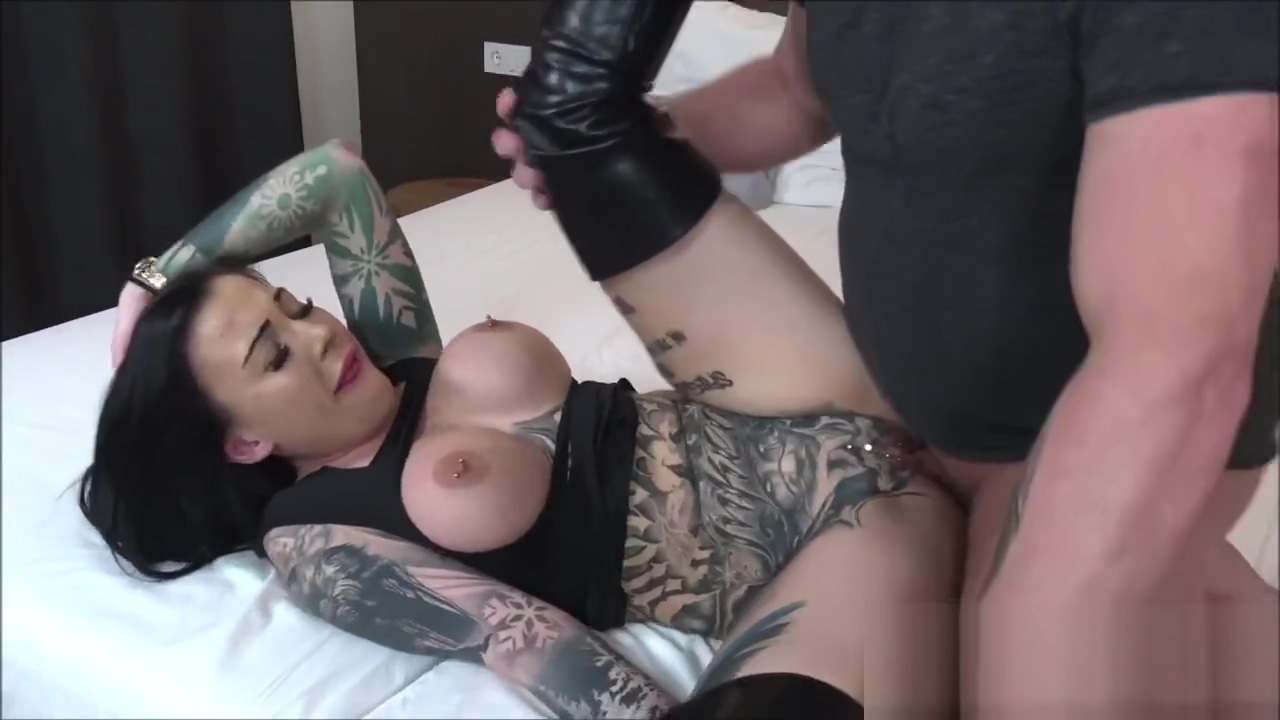 German Tattoo Bitch Snowwhite Fucks Older Dude