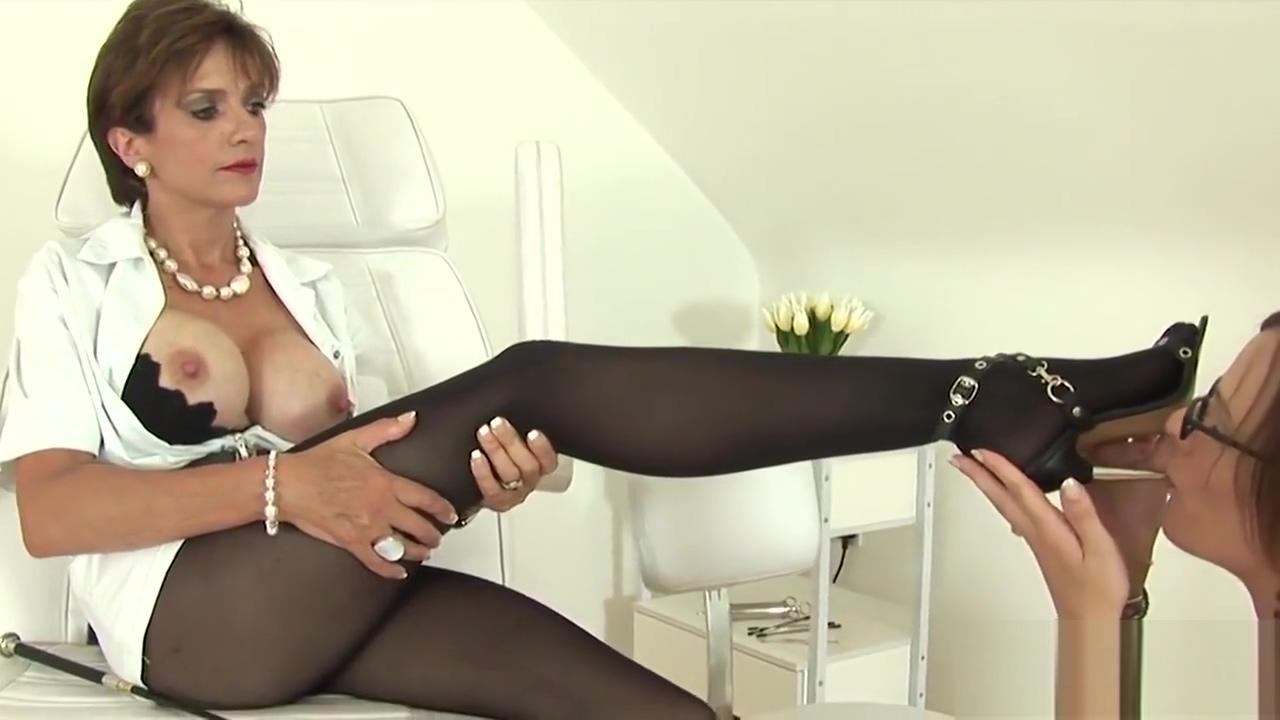 Unfaithful English Milf Slutty Sonia Showcases Her Oversized Boobies