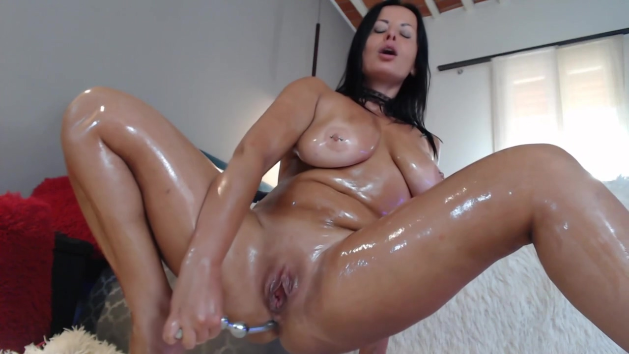 Hot Brunette Cougar Toys Her Wet Hairy Cunt In Solo