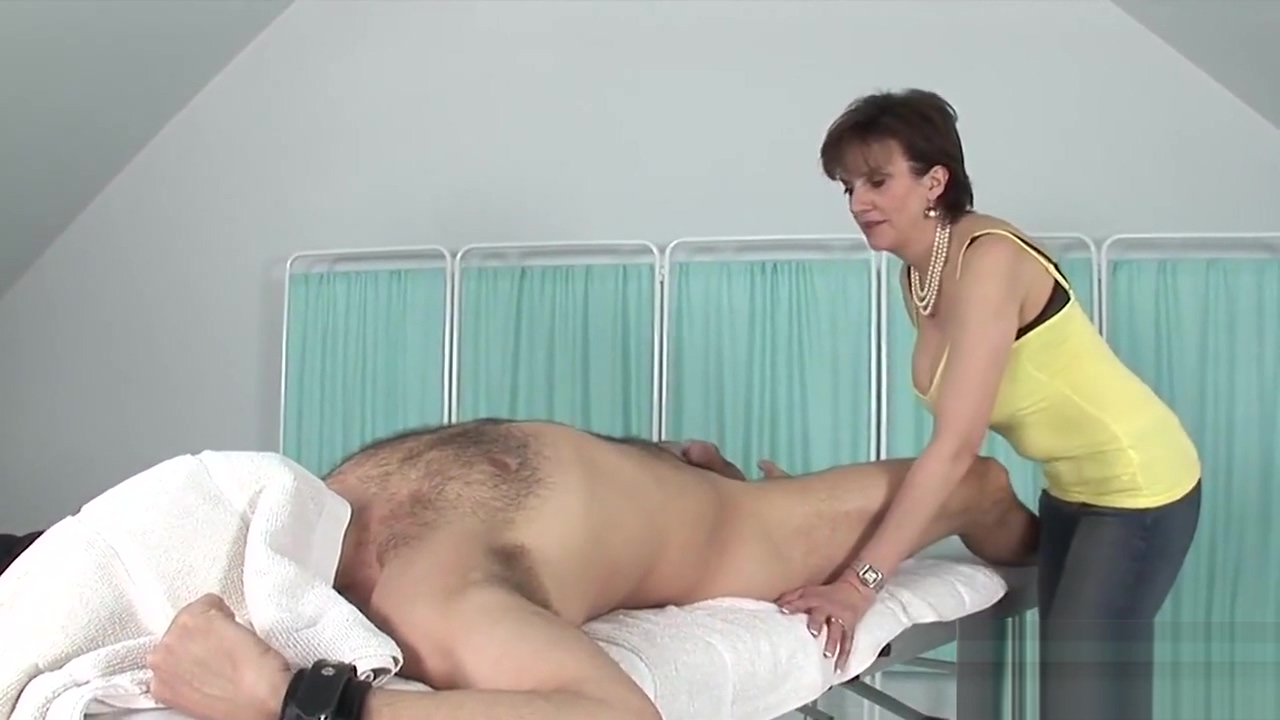 Cheating English Milf Lady Sonia Flashes Her Enormous Boobies