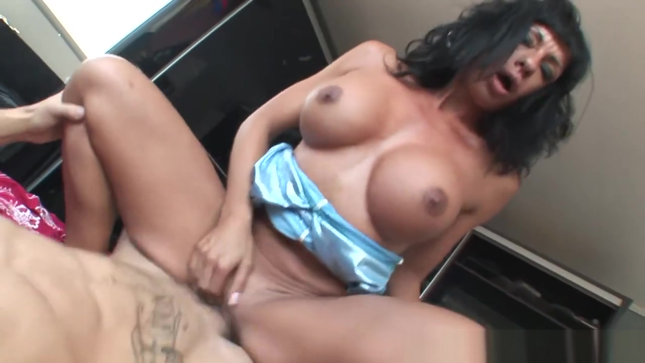 The Gorgeous Mulatto With Big Breasts Visits Nacho At His House For A Fuck