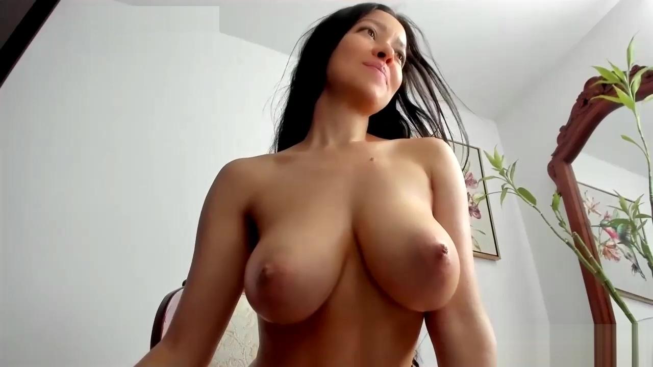 Webcam Model Has Georgeous Naturals Boobs