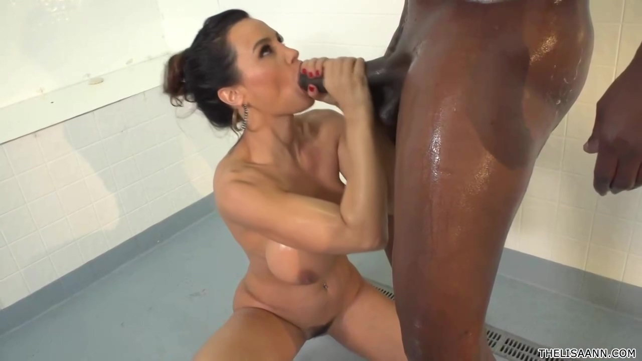 Curvy Cougar With A Round Booty Is Getting Fucked Hard In The Nice Cunt While Having A Shower