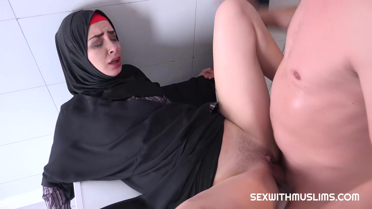 Smoking Hot Arabic Babe Freya Dee Is Getting Fucked From The Back Early In The Morning