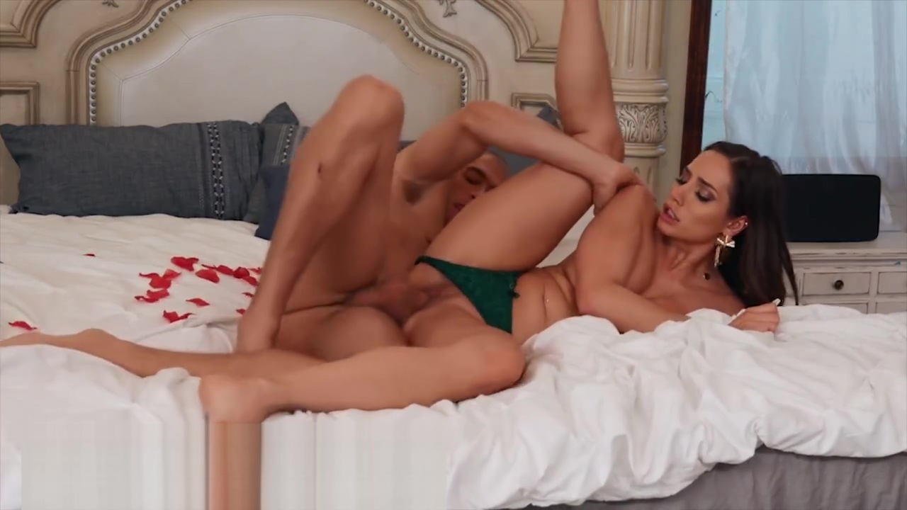Desiree Dulce Gets Her Tight Cunt Creampied