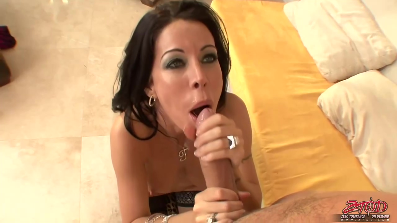 Tabitha Stevens Is A Seductive Mature Girl Who Knows How To Keep Her Lover Completely Satisfied