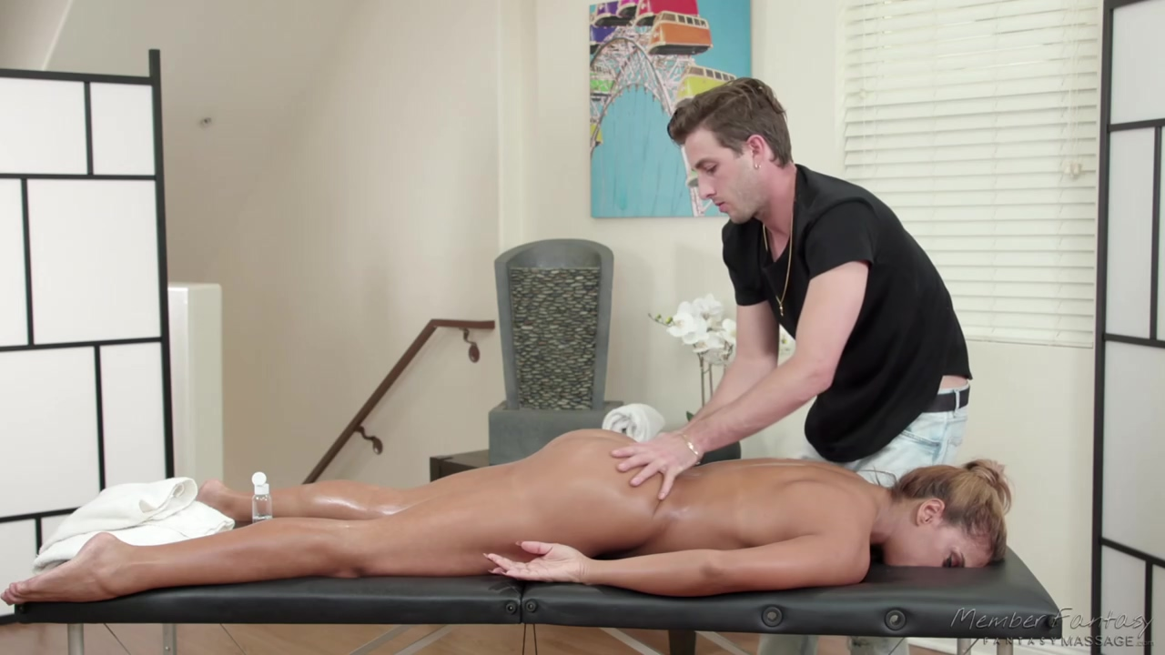 Mercedes Carrera Is Having Casual Hardcore With Her Massage Therapist Instead Of Getting A Massage