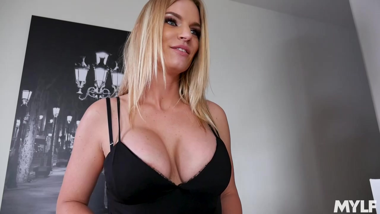 Big Titted Blonde Slut Rachael Cavalli Likes To Get Fucked With Her Legs Lifted Very High