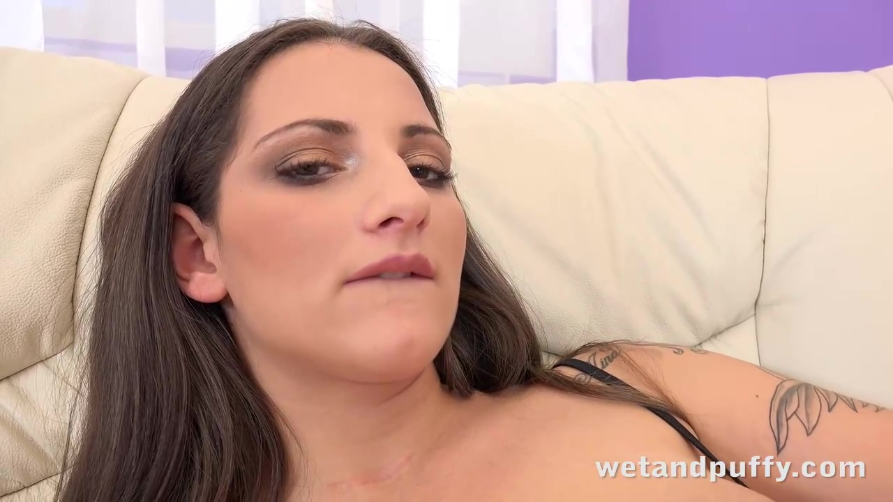 Nicolette Noir Is Using A Big Dildo To Make Herself Sperm While Completely Alone At Home