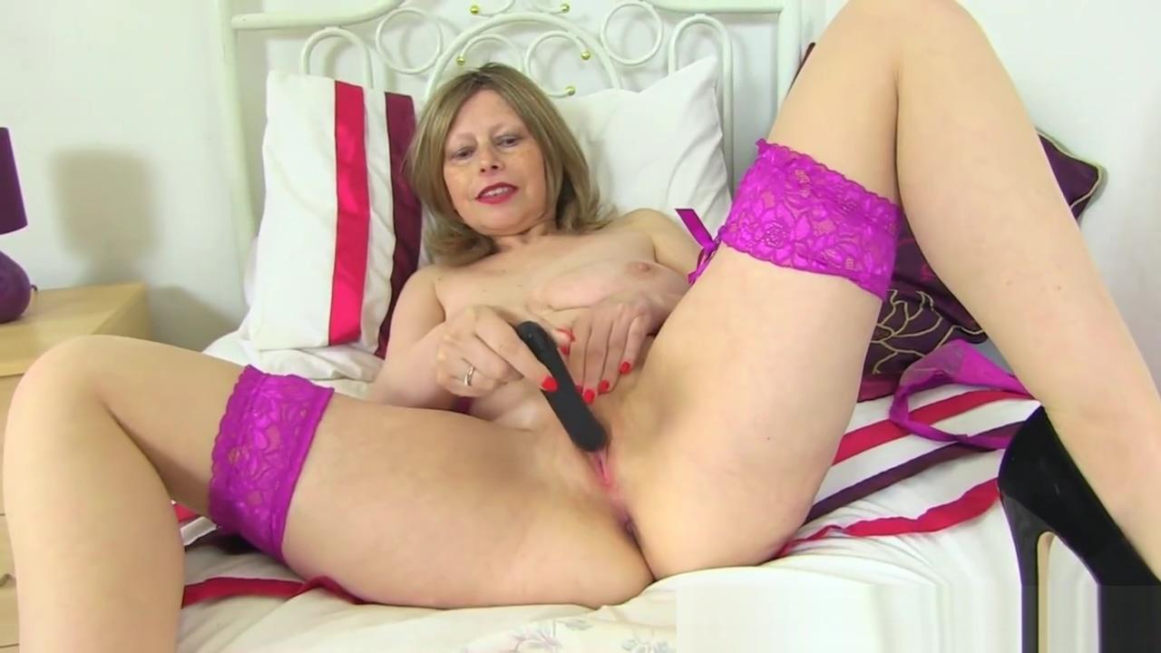 European Milf Posh Sophia Pleasures Her Hot Fanny
