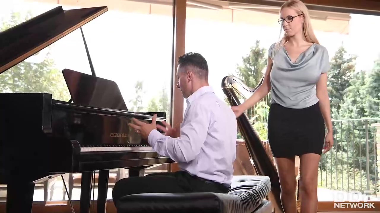 Florane Russell Is A Smashing Blonde Babe Who Likes To Give Blowjobs To Mugur Until He Cums
