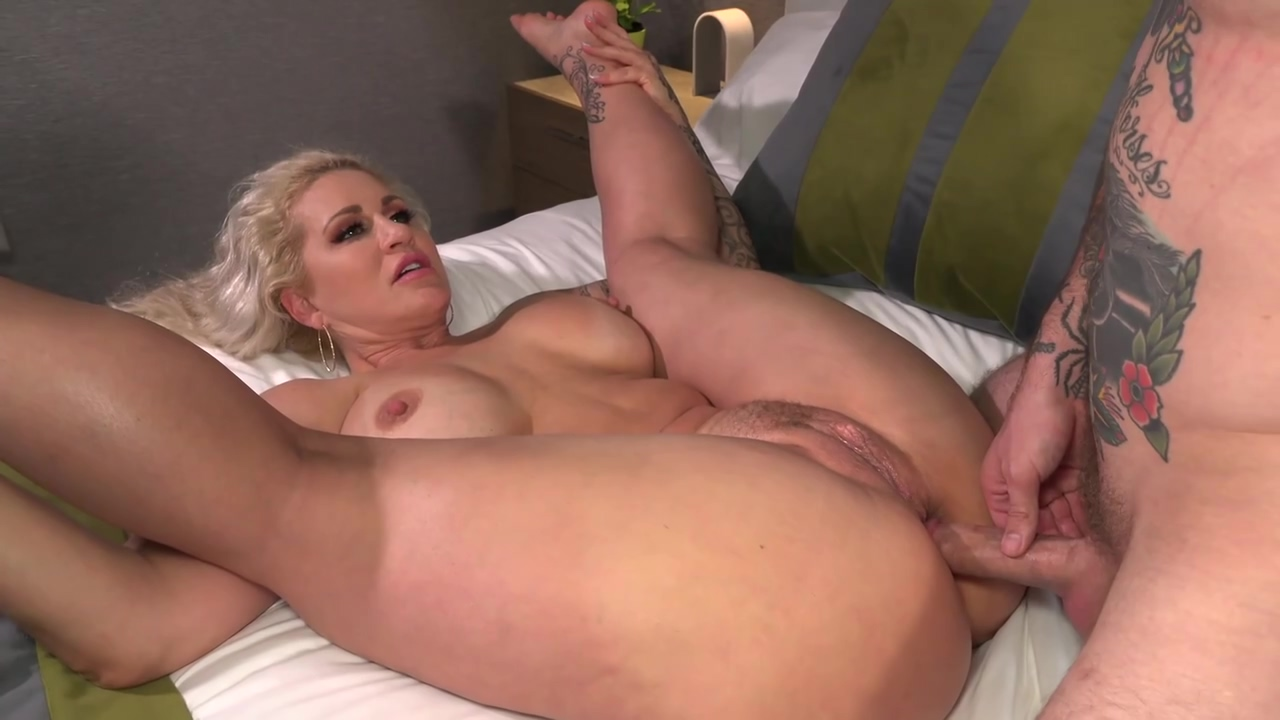 Huge Ass Blonde Cougar Ryan Conner Is Having Wild Anal Xxx With A Tattooed Man Will Havoc