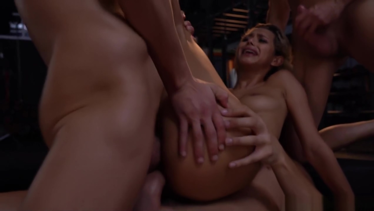 Incredibly hot babe Veronica Leal double penetrated
