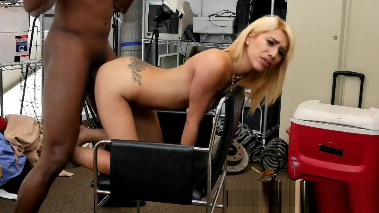 Tattooed Blonde Babe Is Sucking A Huge Black Penis At A Fake Casting