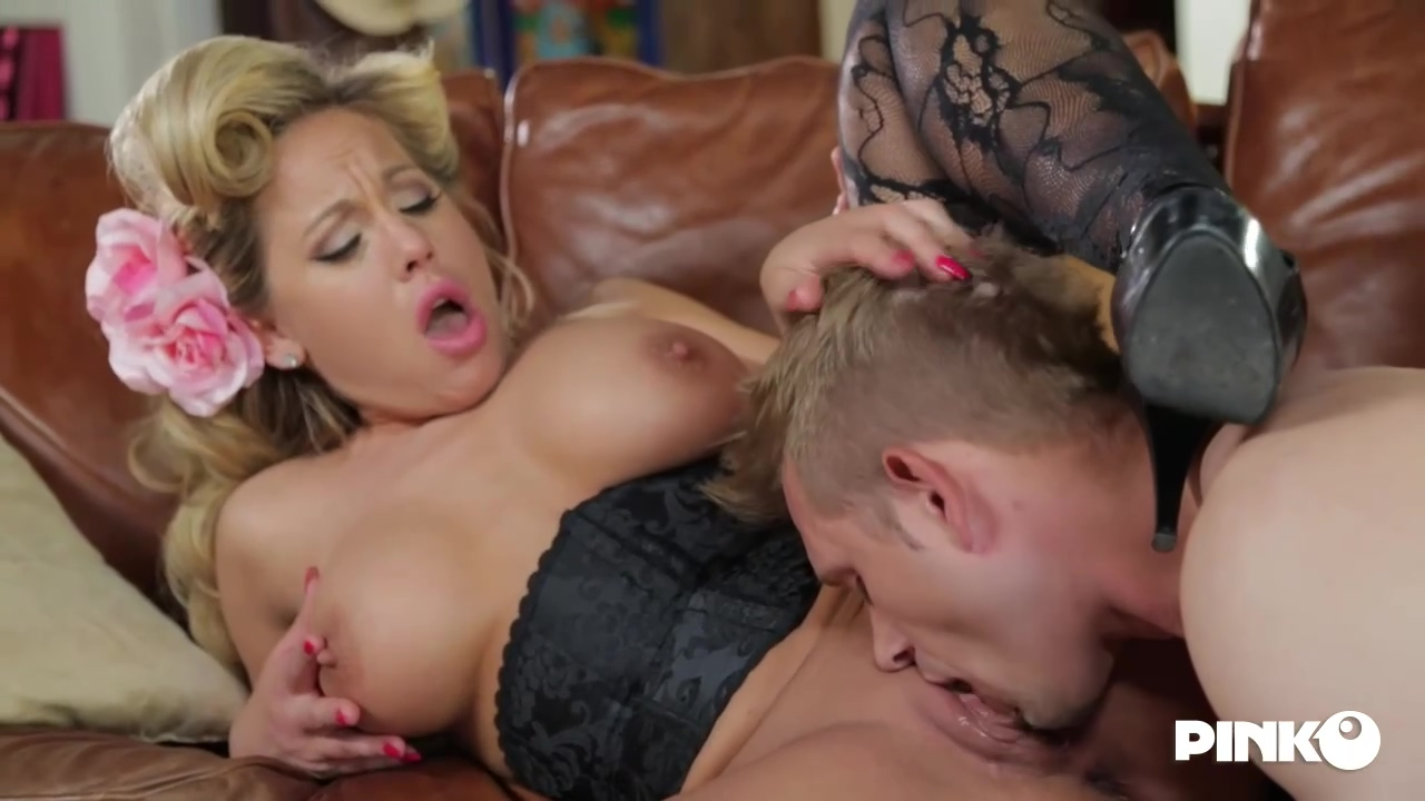 Olivia Austin Is A Smoking Hot Cougar Who Has A Thing For Fucking Younger Men