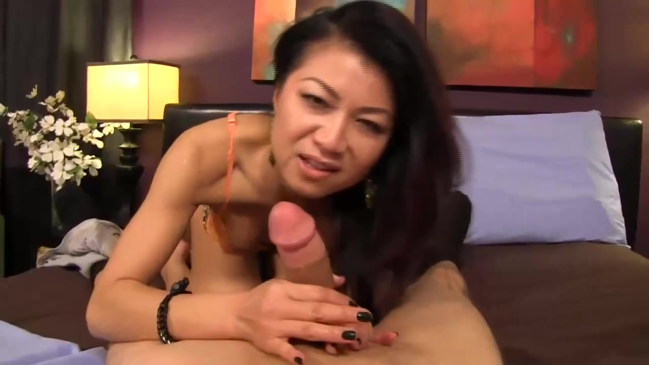 Korean Babe Took Off Her Lingerie For A Dude Who Has Hired Her For The Night