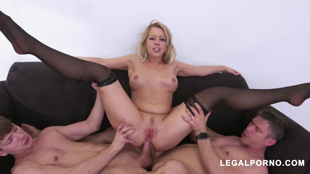 Zoey Monroe Is Enjoying A Lot While Two Guys Are Drilling Her Cunt And Butt