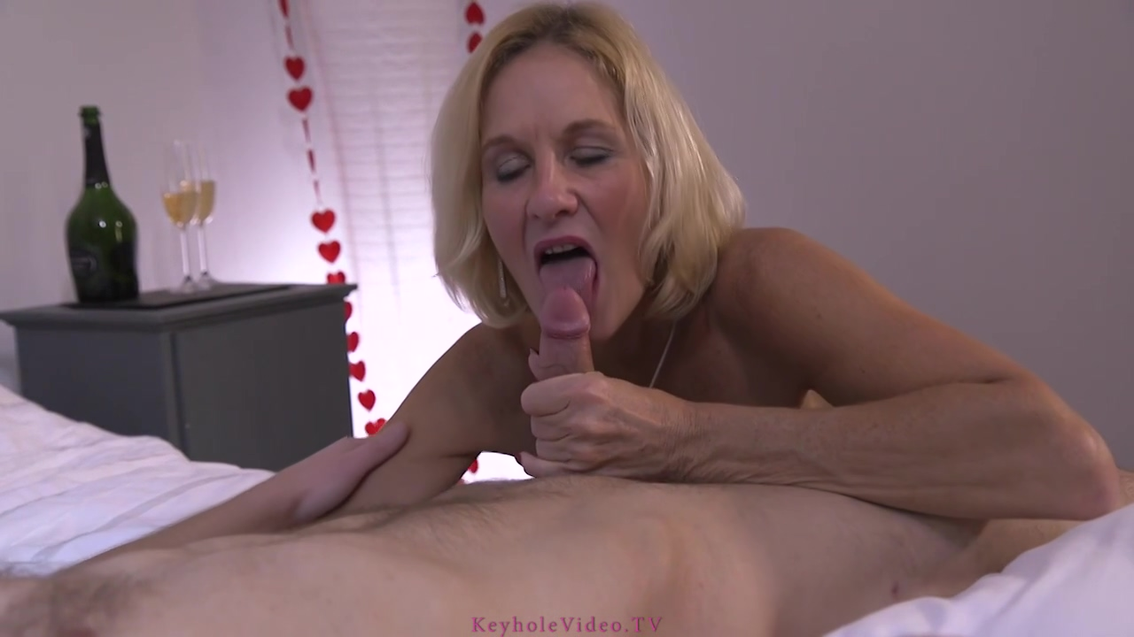 Experienced Blonde Mature Molly Maracas Sucks And Rides A Rock Hard Penis Like A Pro Bitch
