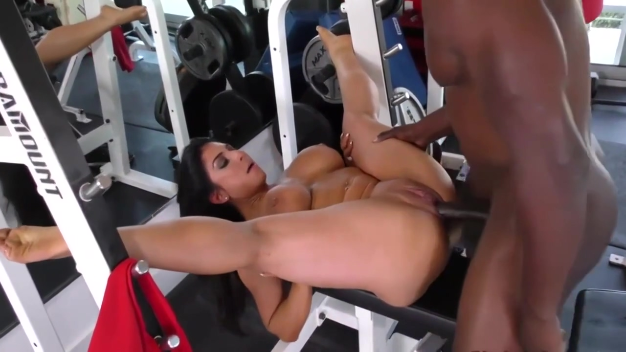 Sexy Brunette Raven Hart Went To The Gym To Have Casual Porn With Her Personal Trainer