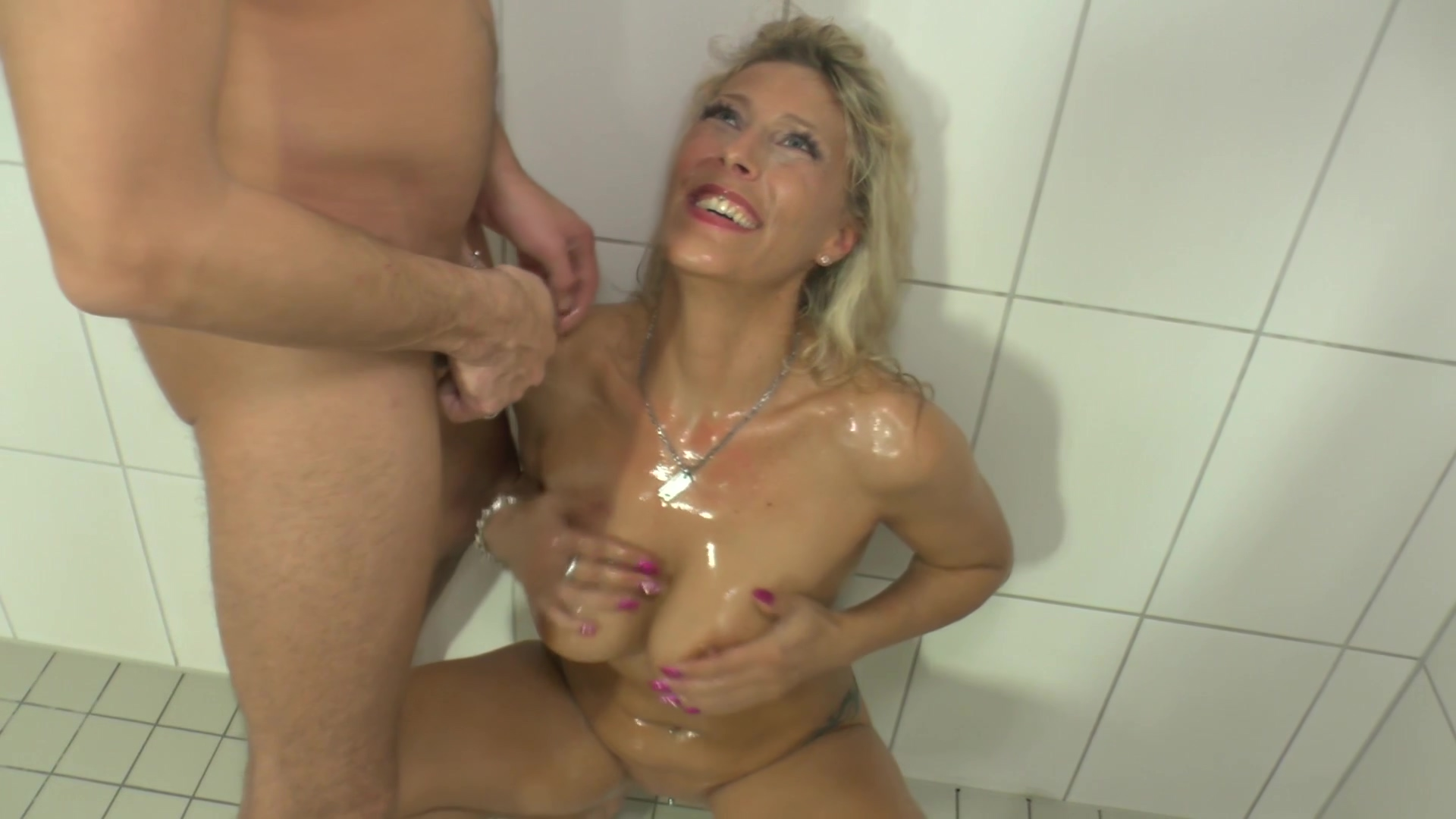 Lana Vegas Loves To Be Wet And Juicy