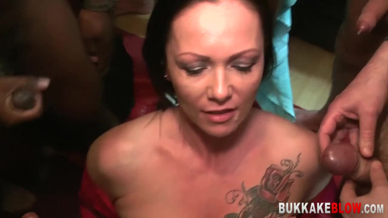 Mature Gets Face And Tongue Cummed Over