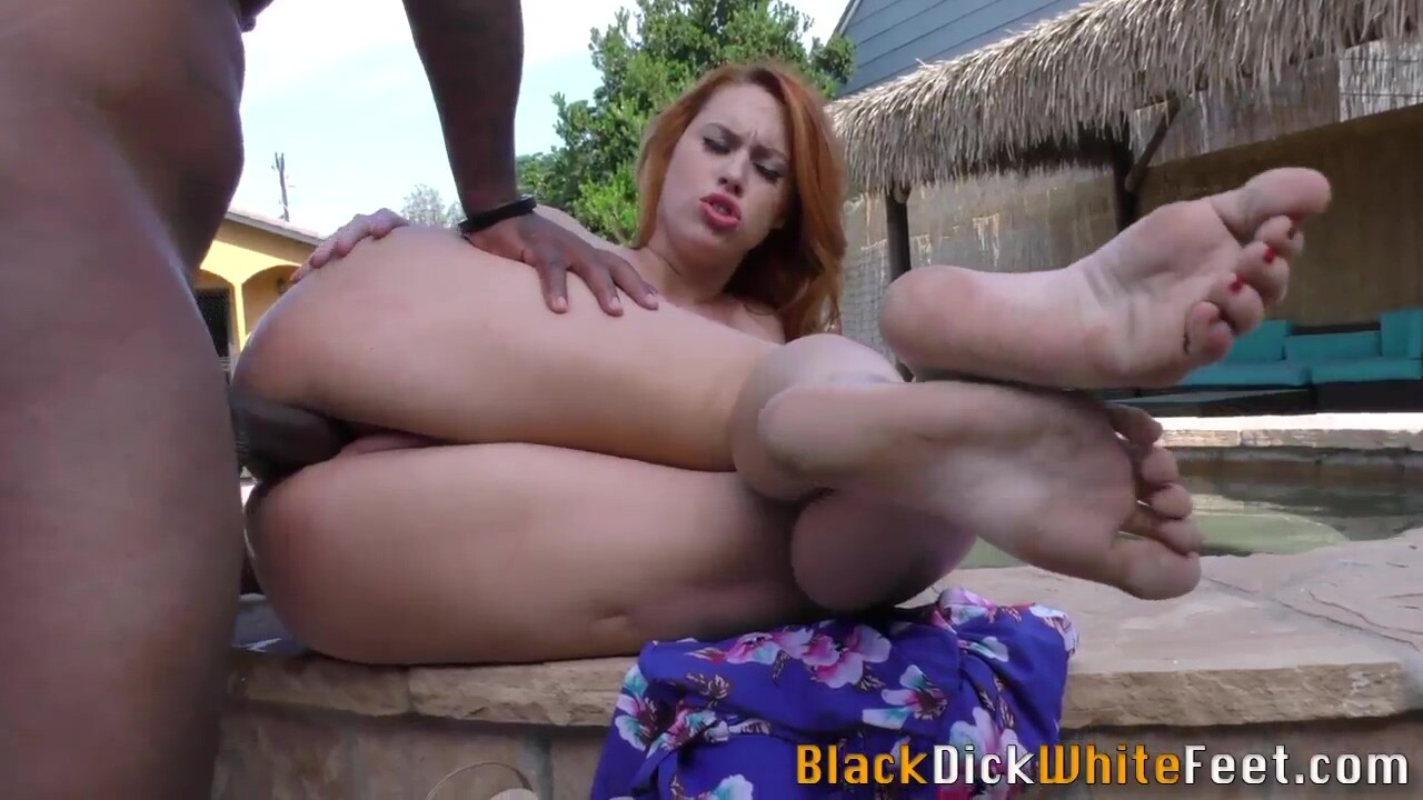 Footjob Lady Gets Oral And Rides