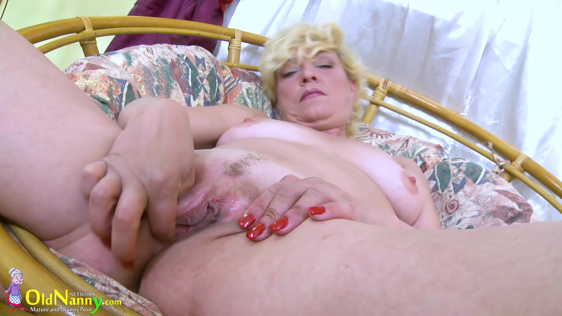 Blonde Mature Solo Titplay And Fingering