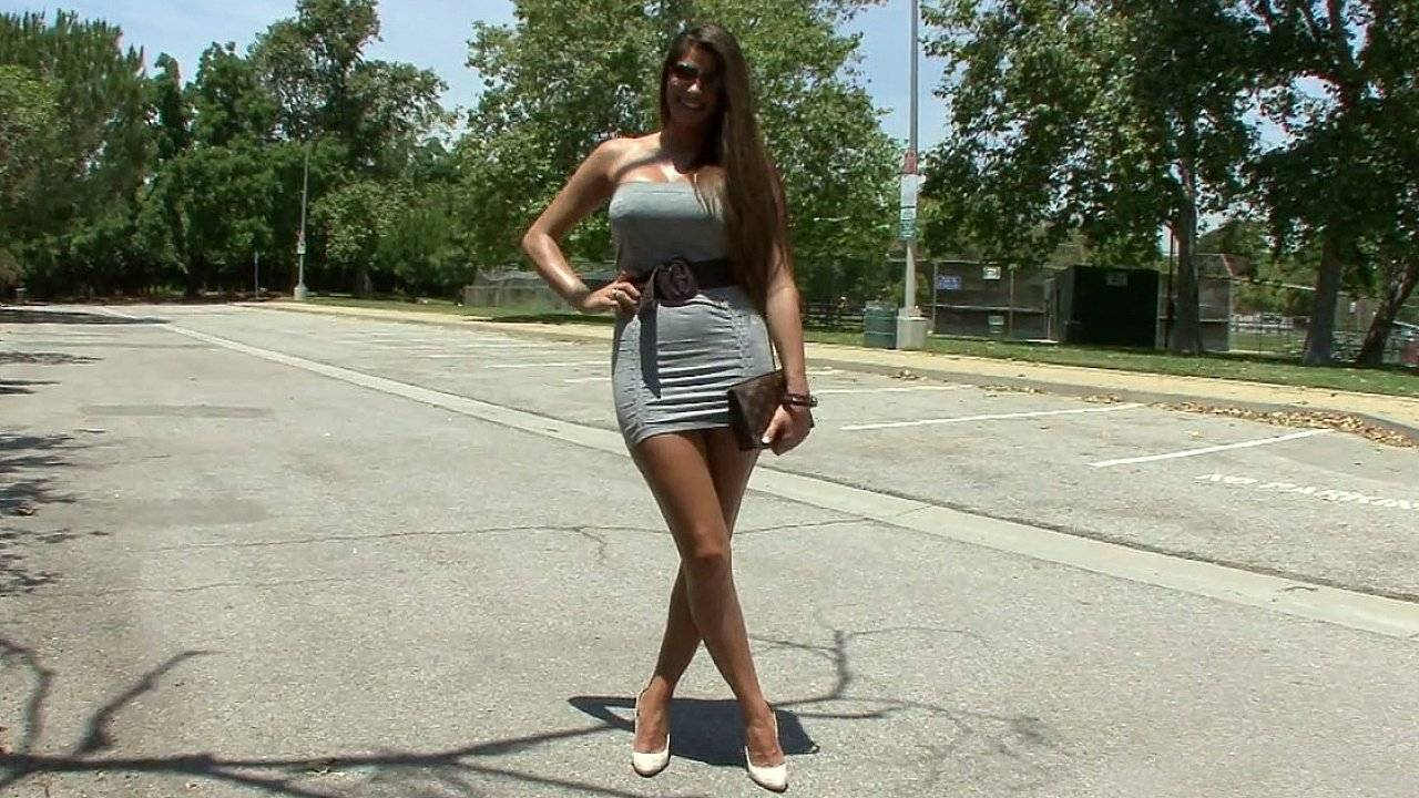 Madelyn Marie showing her body